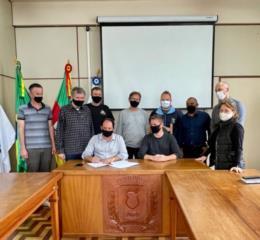 Prefeitura de Venâncio assina contrato para pavimentação em Vila Deodoro