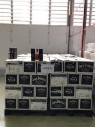 FOTOS: Receita Federal realiza leilão de bebidas apreendidas no Rio Grande do Sul