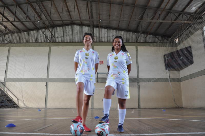 Yasmin (esquerda) e Raíssa (direita) integram a equipe