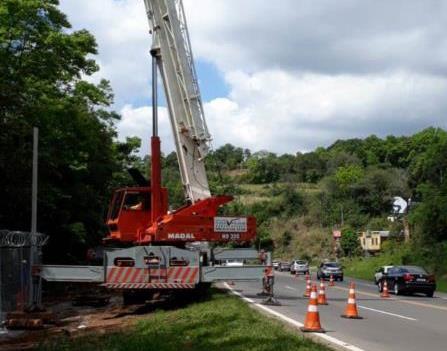 O serviço é realizado no km 97 da rodovia, em Santa Cruz