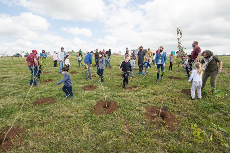 Plantio de árvores encerrou a manhã de ações