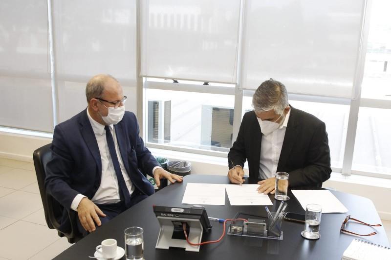 Secretário de Obras e Habitação, José Stédile esteve reunido com o secretário nacional de Habitação, Alfredo dos Santos