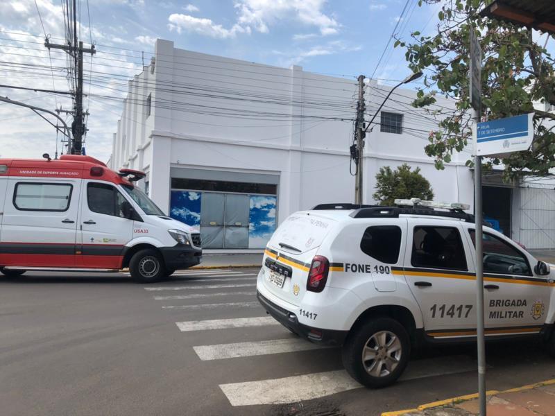 Colisão foi registrada, por volta das 10h10min, no cruzamento das ruas Tiradentes e Sete de Setembro