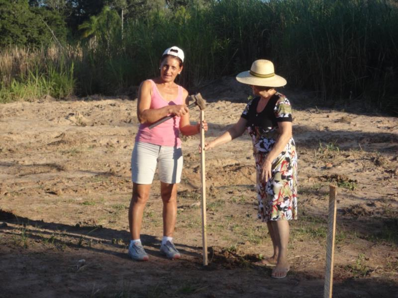Lurdes e Ilse trabalhando na praça em 2012