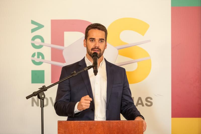 Governador Eduardo Leite anuncia alterações nos protocolos obrigatórios e variáveis