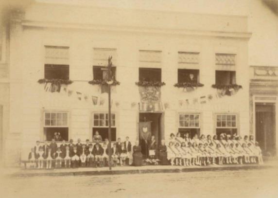 Escola de Ana Aurora localizada no antigo Café Central