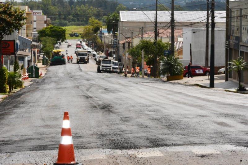 Prefeitura realiza recapeamento na Júlio de Castilhos