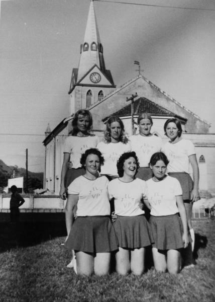 Time de voleibol feminino e masculino marcaram época