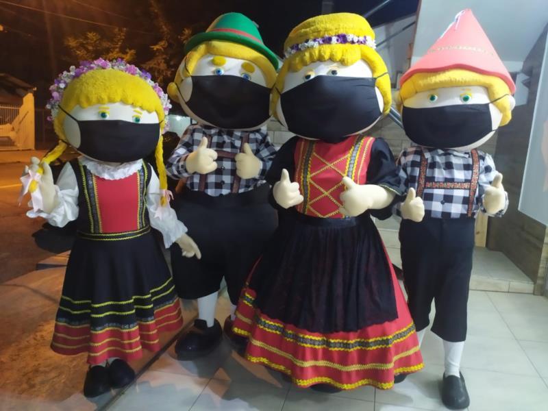 Sem bailes, shows, desfiles de rua na Marechal Floriano e parque de diversões, o evento se reinventa