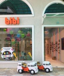 KomBibi está disponível para as crianças que vierem conhecer a loja