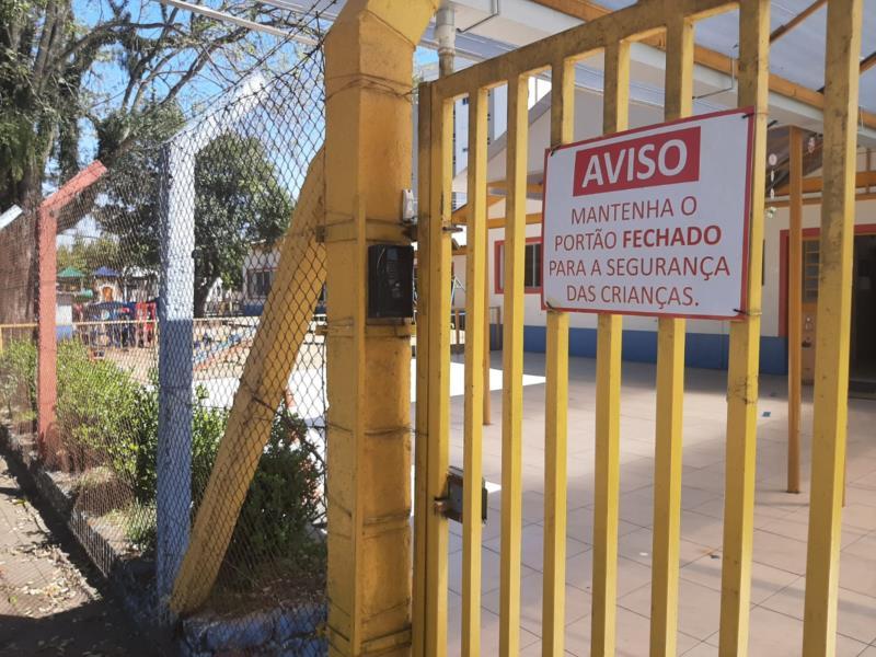 Tanto instituições de ensino, quanto pais e responsáveis pelas crianças aprovaram a medida que obriga escolas a manterem os portões fechados