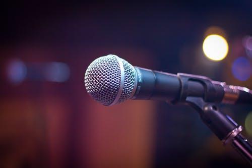 Além de troféus, os três melhores cantores de cada categoria receberão prêmios em dinheiro