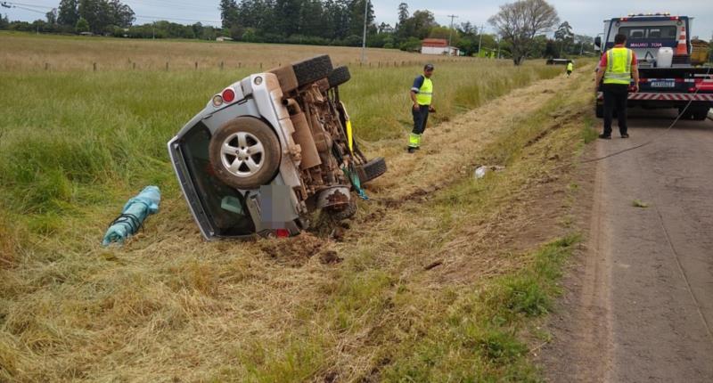 Um veículo tomba e outra capota em acidente na RSC-287