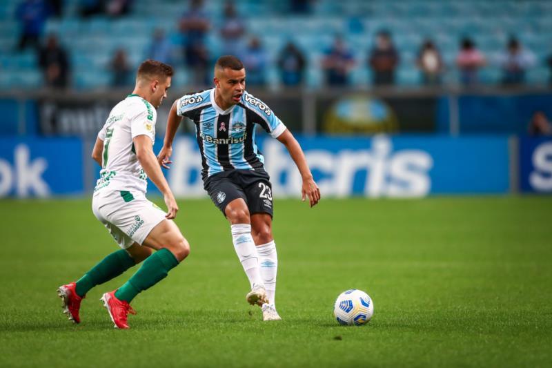 Tricolor volta a campo no domingo, diante do Santos, na Vila Belmiro