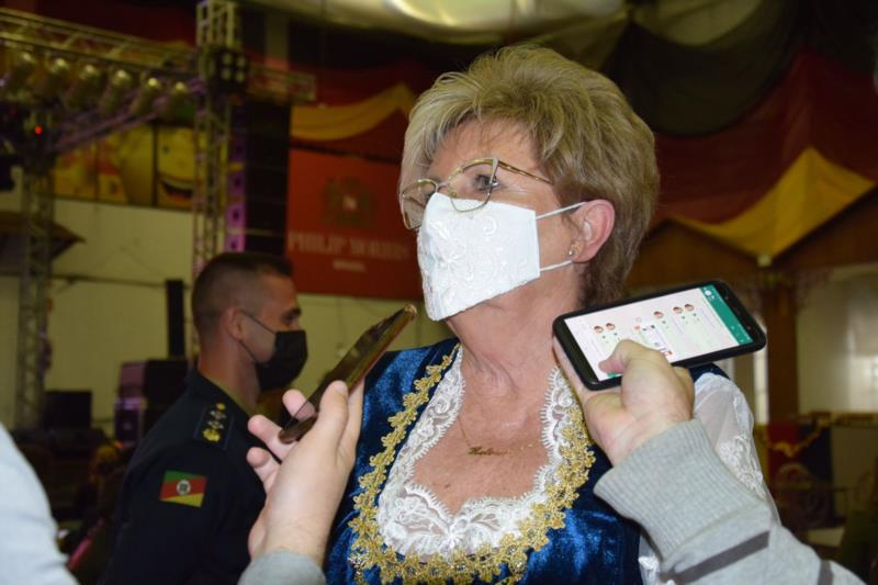 Prefeita Helena Hermany parabenizou a organização