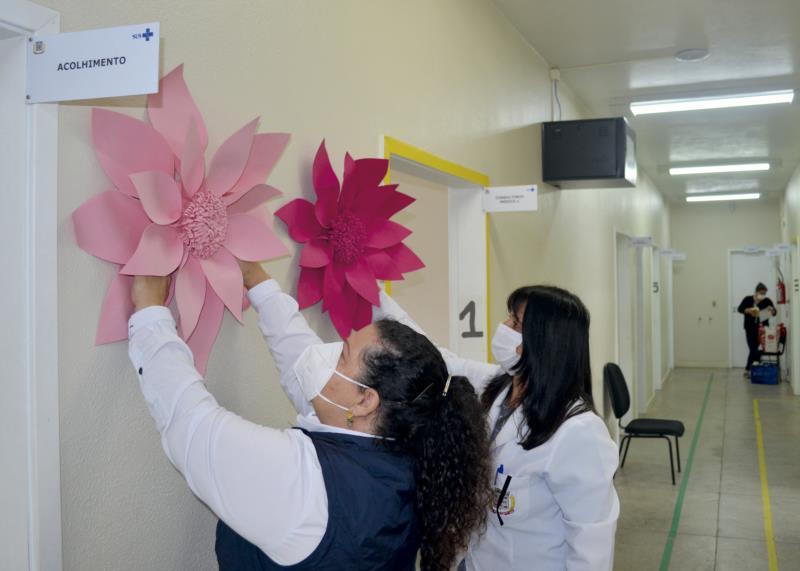 Unidades recebem decoração alusiva ao Outubro Rosa