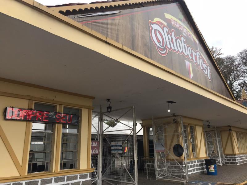 venda de ingressos de forma presencial ocorre na Bilheteria do Pórtico do Parque
