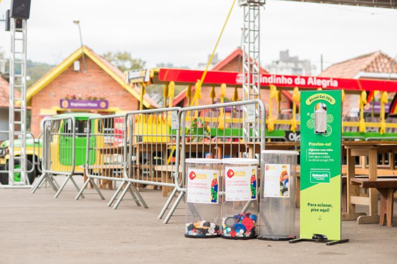 Coletores foram disponibilizados nas praças de alimentação do Parque