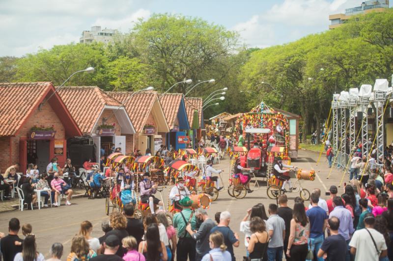 Público prestigia novo formato do evento no Parque da Oktoberfest