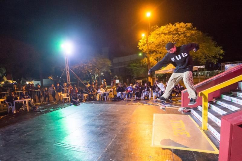 Skate estreou na Oktober com a participação de 50 skatistas