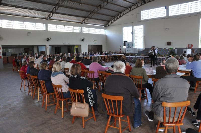 Cerca de 100 idosos acompanharam o evento na tarde da última quinta-feira