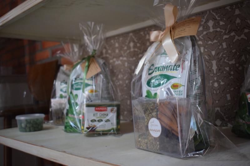 Além da comercialização da erva, o negócio local conta com a venda de kits de chimarrão