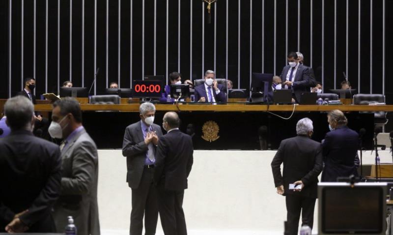 Proposta foi aprovada por 392 votos a favor, 71 contra e 2 abstenções. O texto segue agora para análise do Senado