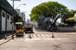 Recapeamento bloqueia trecho da rua Júlio de Castilhos nesta sexta
